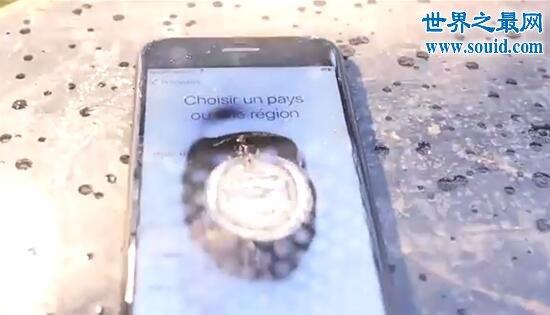 世界上最亮的手电筒,光线能熔化iPhone的屏幕(www.qwl66.com)