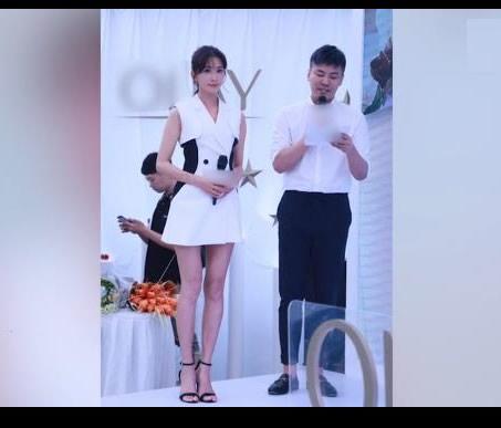 林志玲西装裙秀美腿:甜笑气质亲和力十足(图)