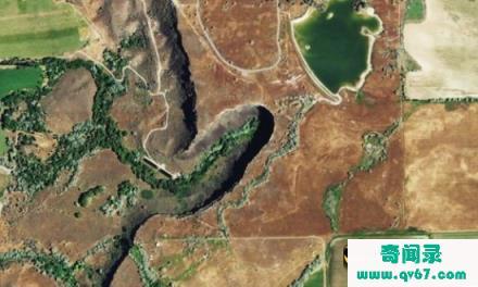 震惊!火星地表峡谷