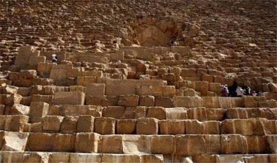 金字塔中的重重谜